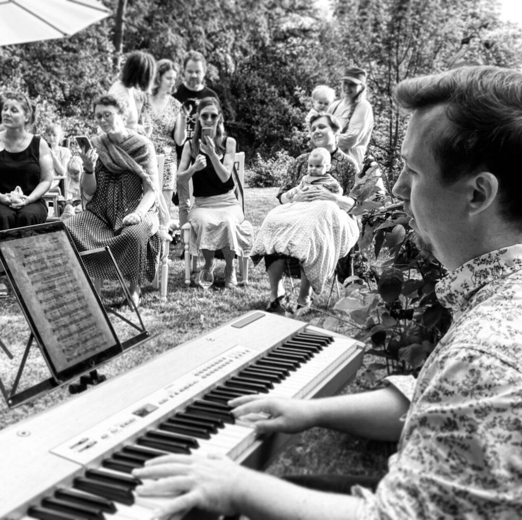Fællessang i privat have